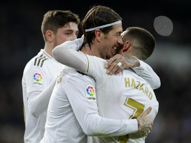 Sergio Ramos a Eden Hazard sa tešia z gólu