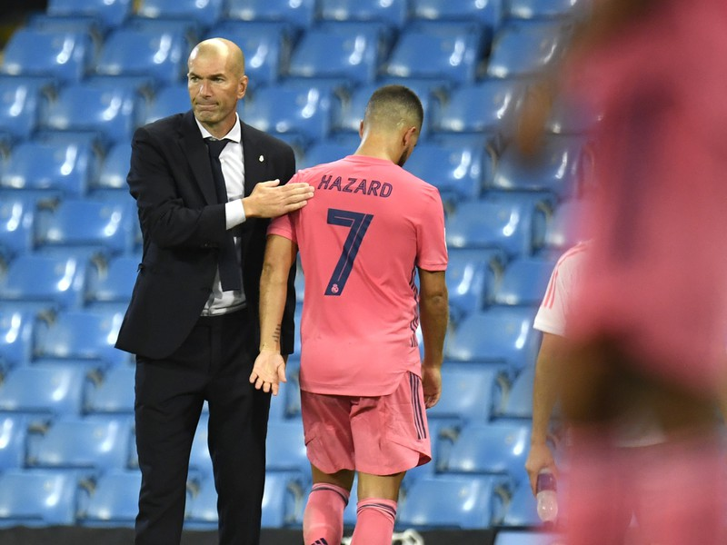 Manažér Zinedine Zidane a Eden Hazard