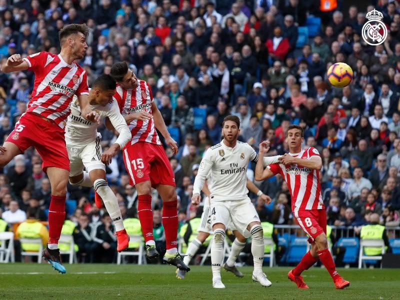 Rohový kop v dueli Realu Madrid s Gironou