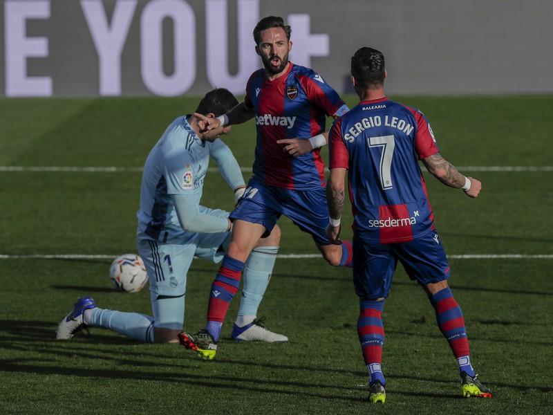 Hráči Levante sa radujú z gólu v sieti Realu