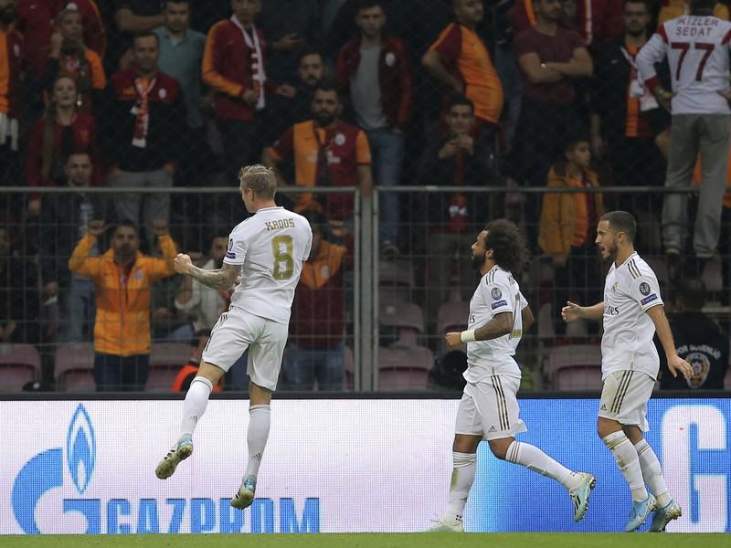 Radujúci sa hráči Realu po otváracom a jedinom góle zápasu