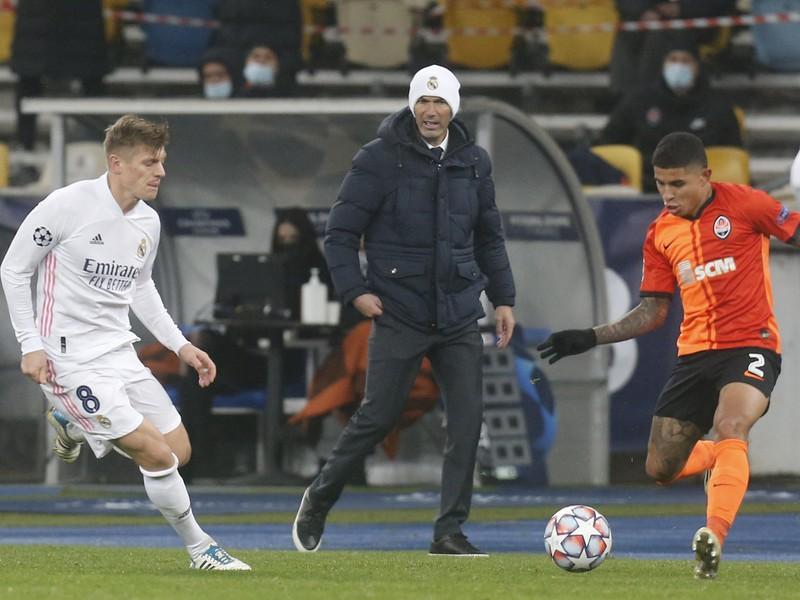 Zinedine Zidane sleduje svojich zverencov