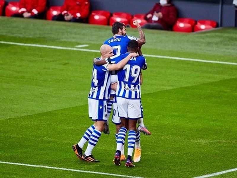 Hráči Realu Sociedad oslavujú gól