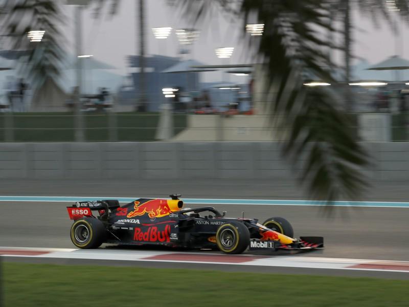Holandský jazdec F1 zo stajne Red Bull Max Verstappen počas pretekov Veľkej ceny Abú Zabí