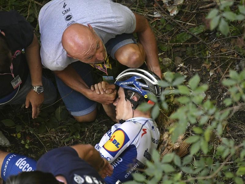 Remco Evenepoel utrpel ťažký pád