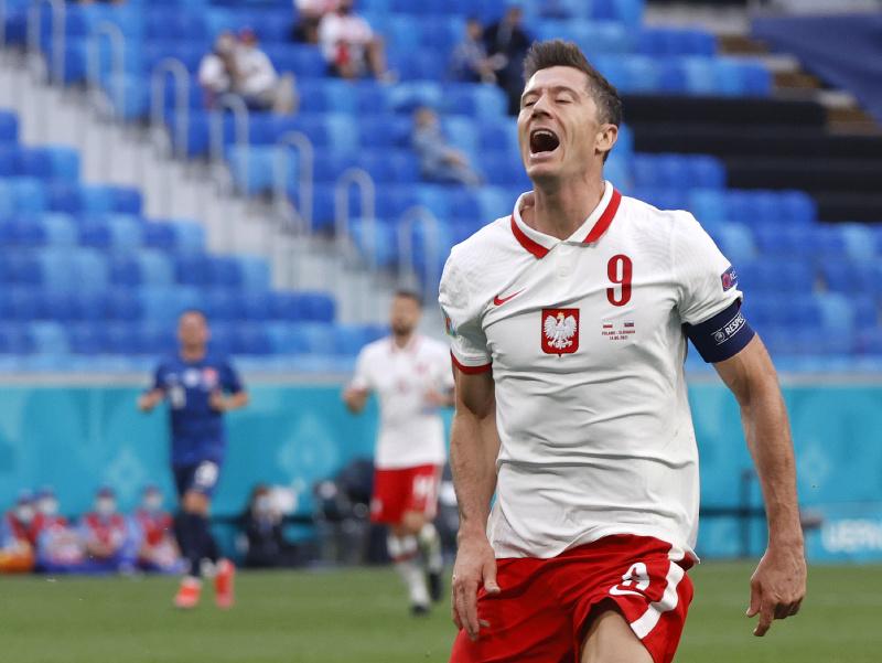 Robert Lewandowski v zápase proti Slovensku