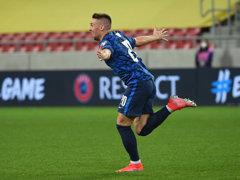 Slovenský futbalista Róbert Mak sa teší po strelení gólu