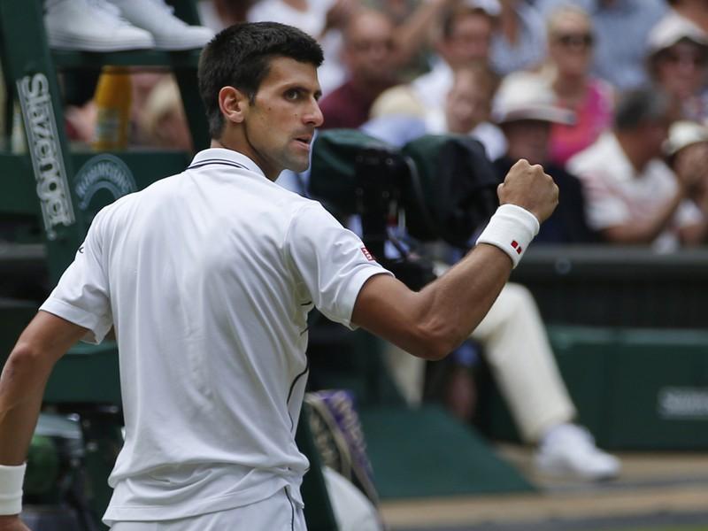 Novak Djokovič a jedna z jeho víťazných póz