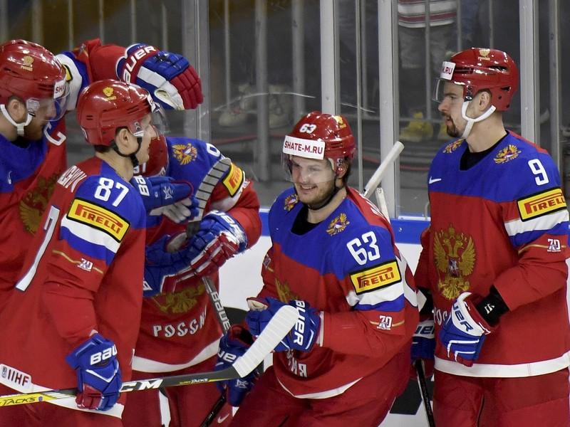 Hráči Ruska oslavujú gól do slovenskej siete