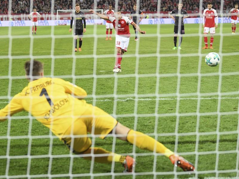 Pablo de Blasis premieňa penaltu