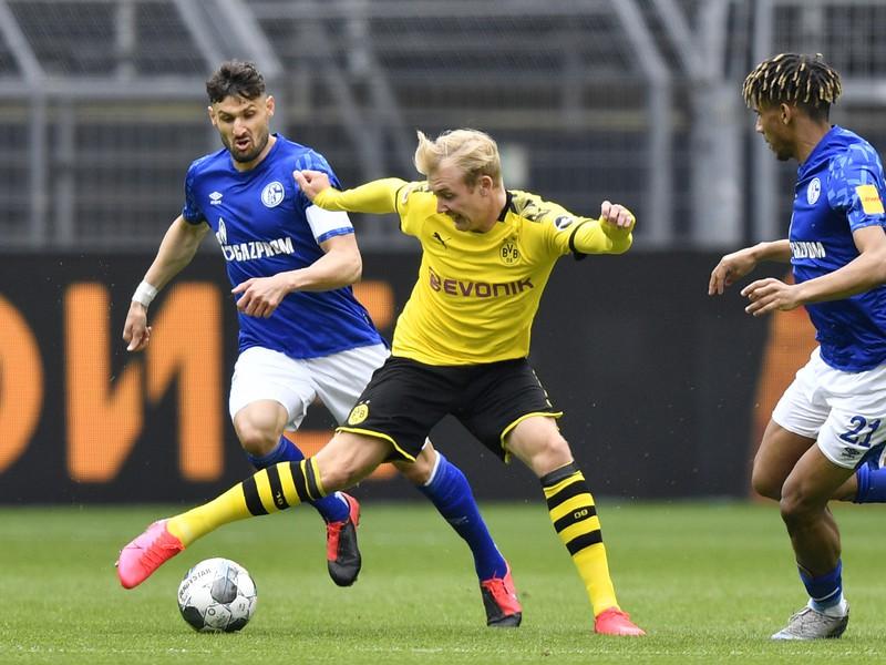 Momentka zo zápasu zápasu nemeckej Bundesligy Borussia Dortmund - Schalke 04