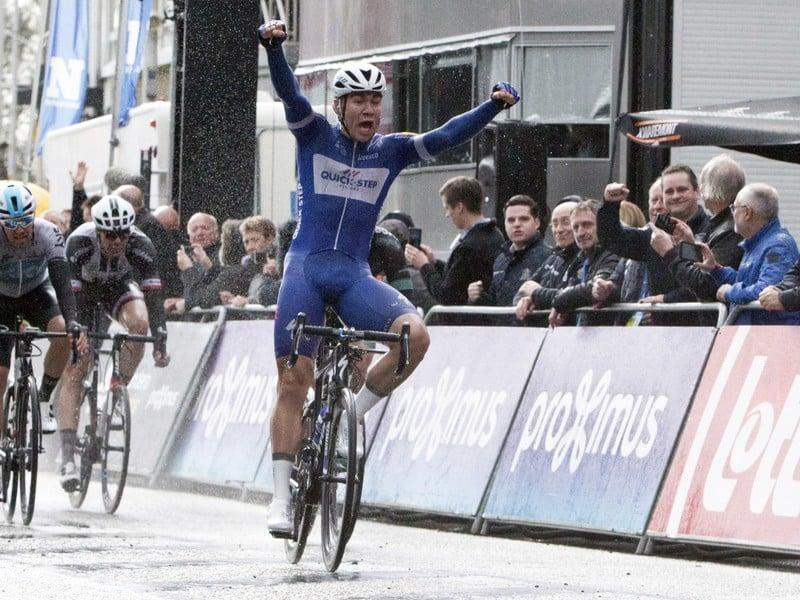 Holandský cyklista Fabio Jakobsen víťazí v cieli cyklistických pretekov Scheldeprijs