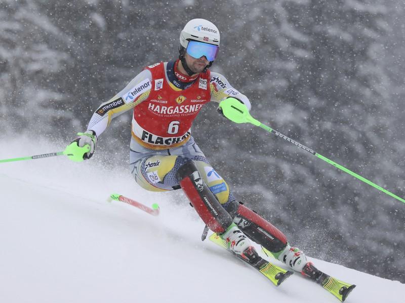 Nórsky lyžiar Sebastian Foss Solevaag počas 1. kola slalomu Svetového pohára vo Flachau