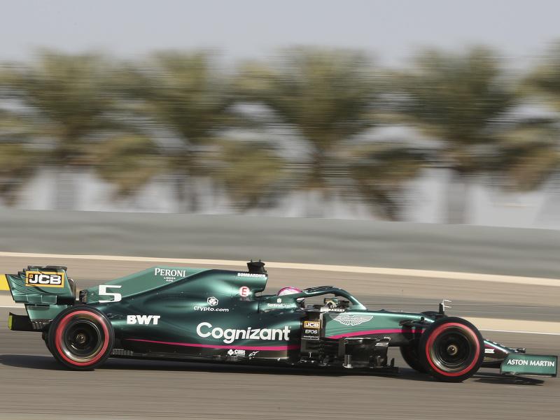 Sebastian Vettel počas kvalifikácie na Veľkú cenu Bahrajnu F1