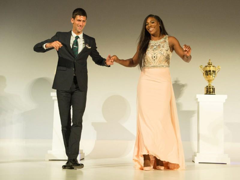 Novak Djokovič a Serena Williamsová oslávili triumf spoločným tancom