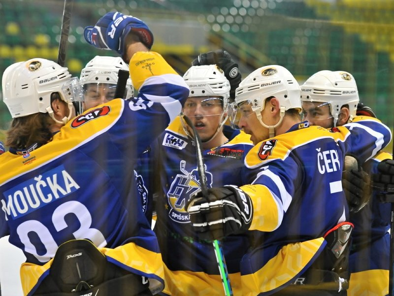 Na snímke radosť z gólu hokejistov Špišskej Novej Vsi počas druhého zápasu finále play off SHL