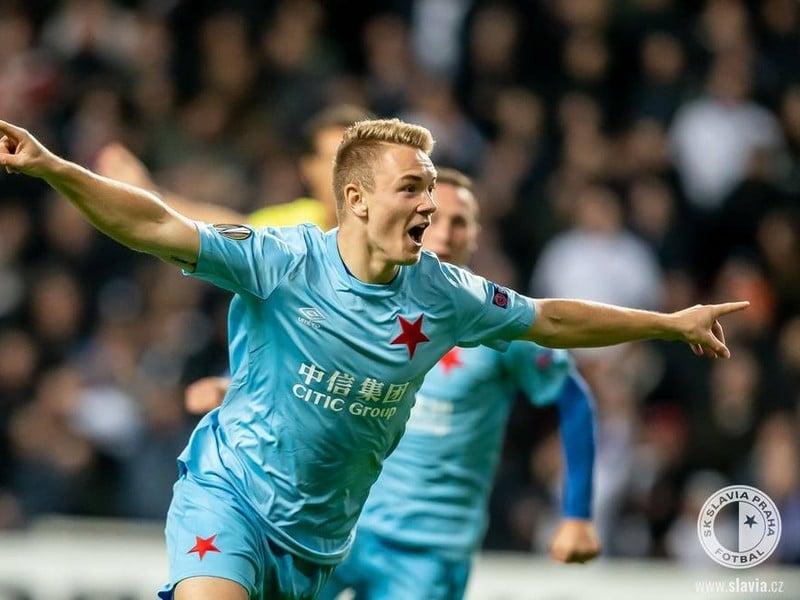 Ján Matoušek oslavuje gól