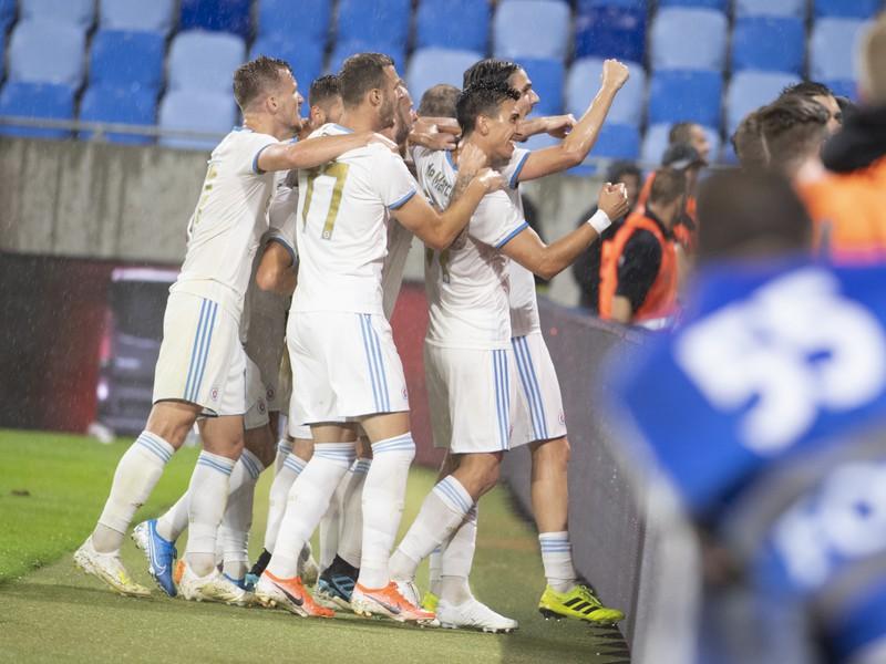 Na snímke vpravo Dávid Holman sa raduje po strelení gólu počas stretnutia 3.predkola Európskej ligy ŠK Slovan Bratislava - FC Dundalk