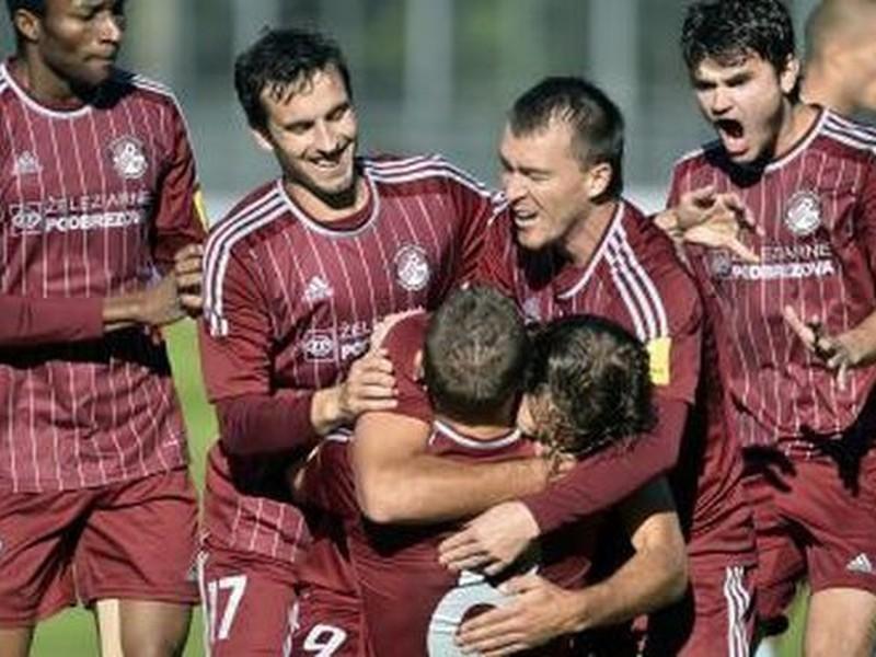 Hráči Podbrezovej sa radujú z gólu