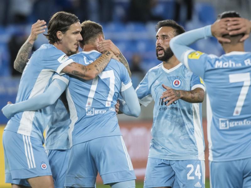Dávid Holman, Aleksandar Čavrič, Villar Nono a Moha sa tešia po strelení gólu