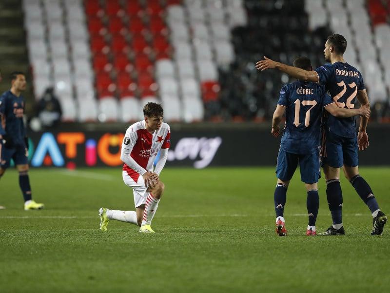Hráči Arsenalu Londýn sa radujú po postupe cez Slaviu Praha