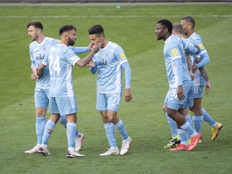 Hráči Slovana Bratislava oslavujú gól
