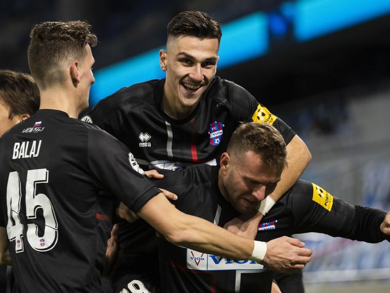 Tomáš Ďubek, Alexandros Kyziridis a Filip Balaj sa tešia po strelení gólu