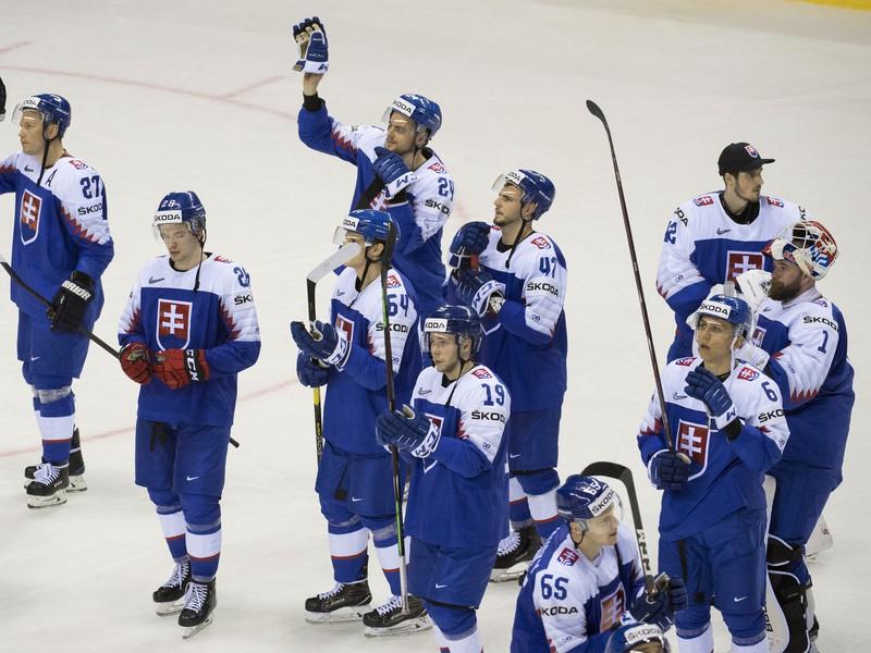 Slovenskí hokejisti ďakujú fanúšikom