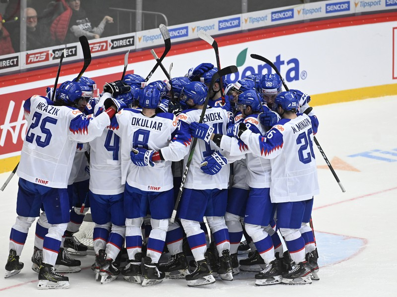 Na snímke radosť hráčov Slovenska
