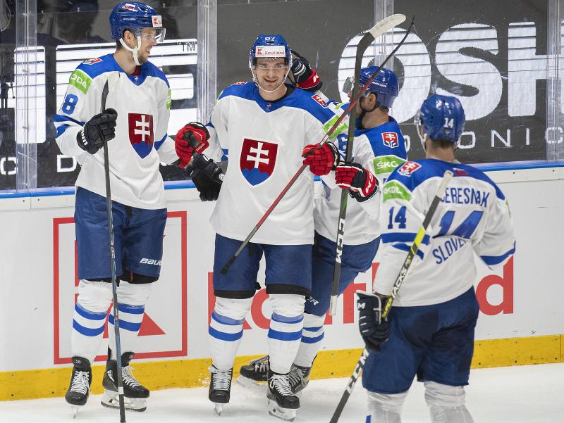 Na snímke gólova radosť slovenských hokejistov, zľava strelec gólu Martin Gernát, Marián Studenič, Libor Hudáček a Peter Čerešňák