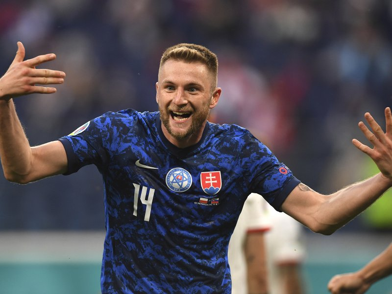 Milan Škriniar sa raduje po góle do siete Poľska