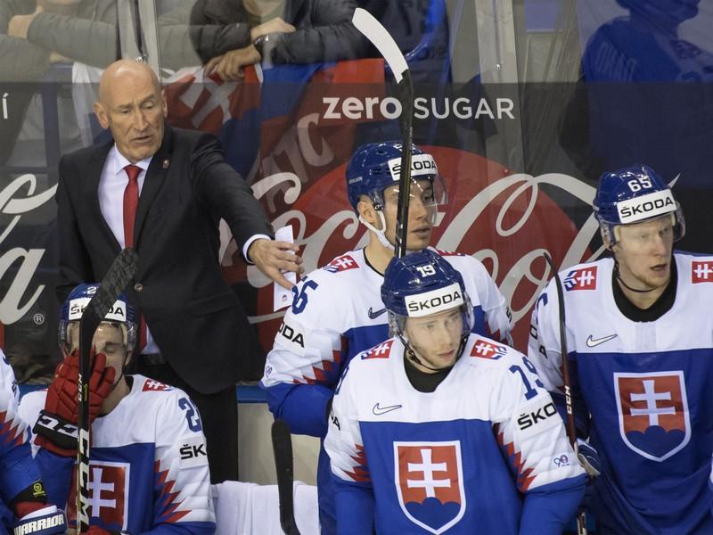 Na snímke slovenská striedačka zľava tréner Craig Ramsay, hráči Adam Liška, Marko Daňo, Matúš Sukeľ a Peter Čajkovský