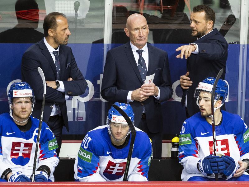 Na snímke slovenská striedačka na MS v hokeji 2021