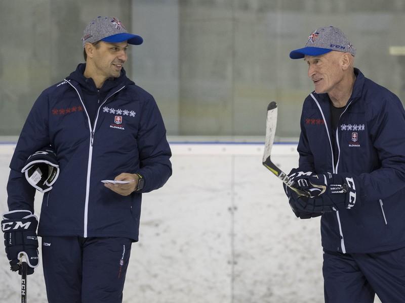 Craig Ramsay a asistent Ján Pardavý počas tréningu Slovenska pred Nemeckým pohárom