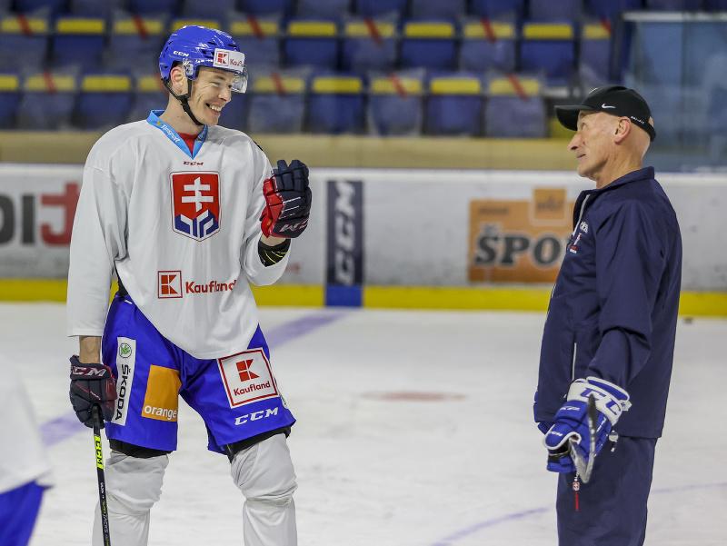 Marek Ďaloga a tréner Craig Ramsay počas prípravného kempu slovenskej hokejovej reprezentácie.