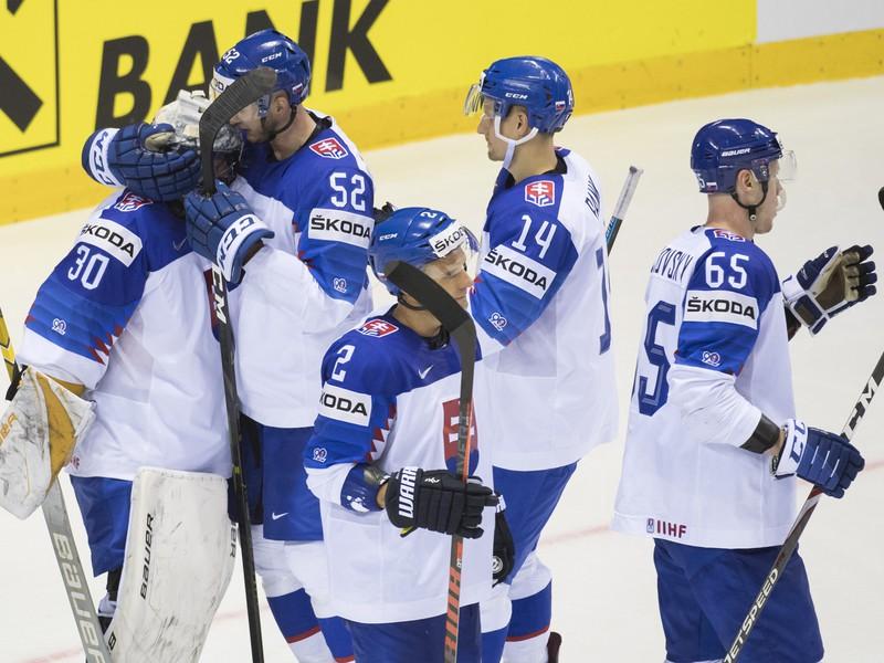 Hráči Slovenska sa radujú z víťazstva 7:1 nad Veľkou Britániou