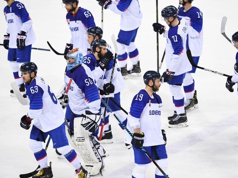 Sklamaní slovenskí hokejisti po prehre s USA
