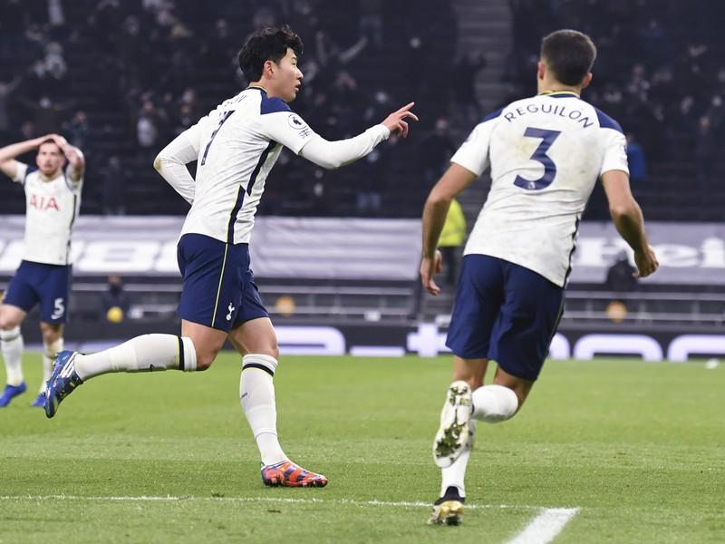 Son Heung-min oslavuje gól Tottenhamu