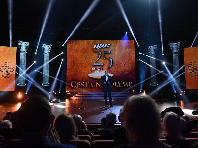 Moderátor Marcel Merčiak moderuje galaprogram k oslavám 25. výročia SOV v Bratislave