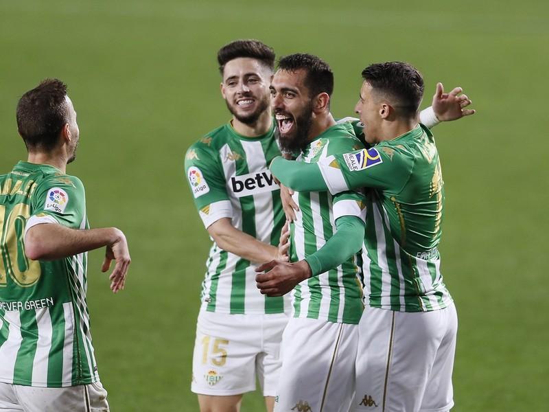 Borja Iglesias a jeho gólové oslavy so spoluhráčmi