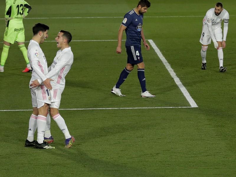 Marco Asensio a Lucas Vázquez oslavujú gól Realu