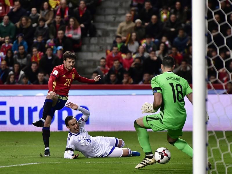 David Silva strieľa gól