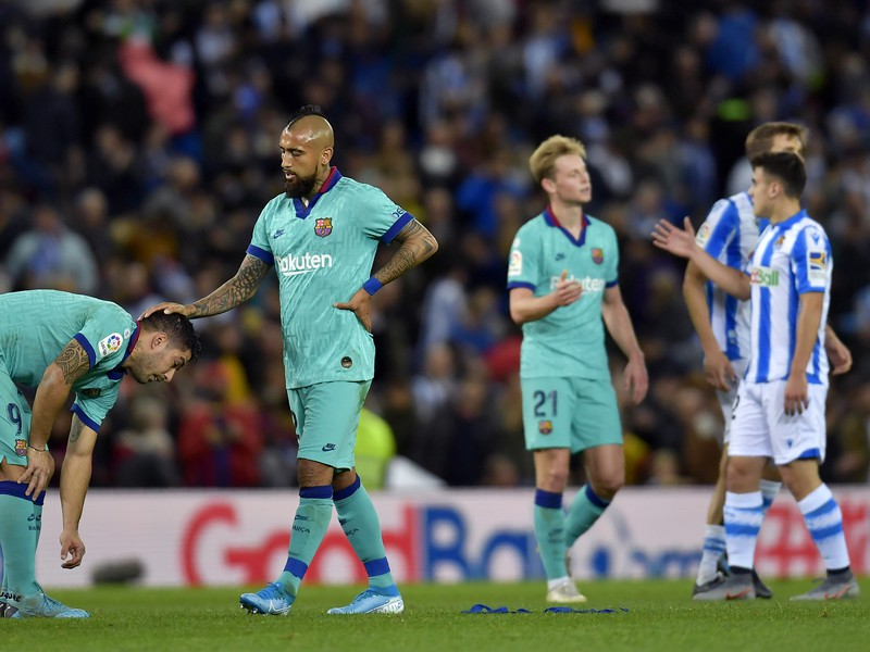 Sklamaní Luis Suárez, Arturo Vidal a Frenkie de Jong po zaváhaní Barcelony