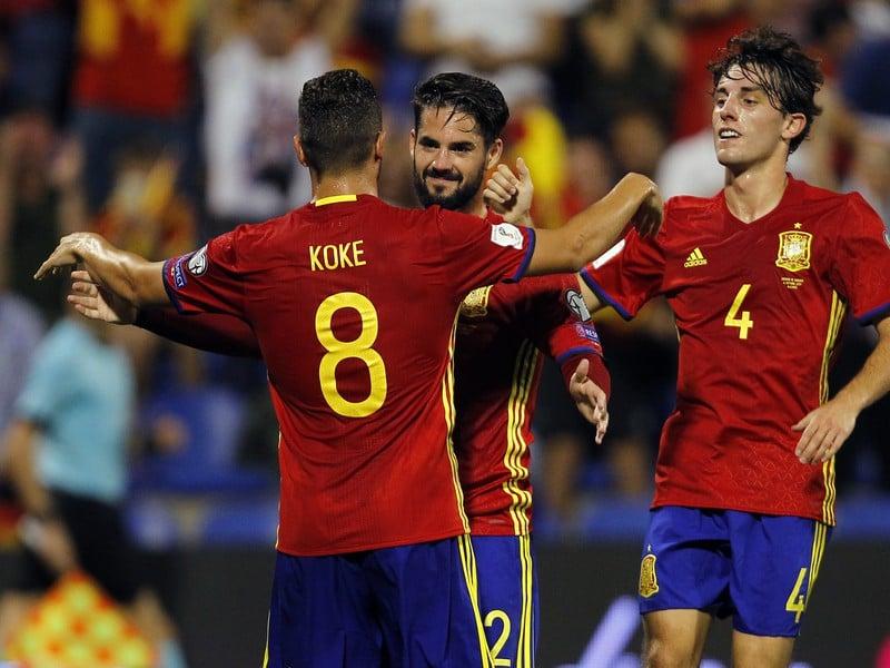 Isco oslavuje gól so spoluhráčmi