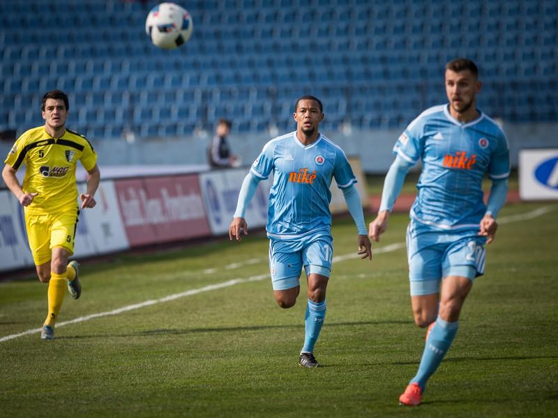 Sprava: Tamás Priskin a Granwald Scott z ŠK Slovan Bratislava a Jaroslav Machovec zo Spartaku Myjava