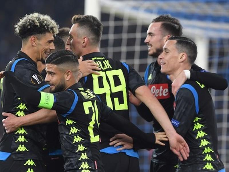 Hráči Neapola oslavujú strelený gól