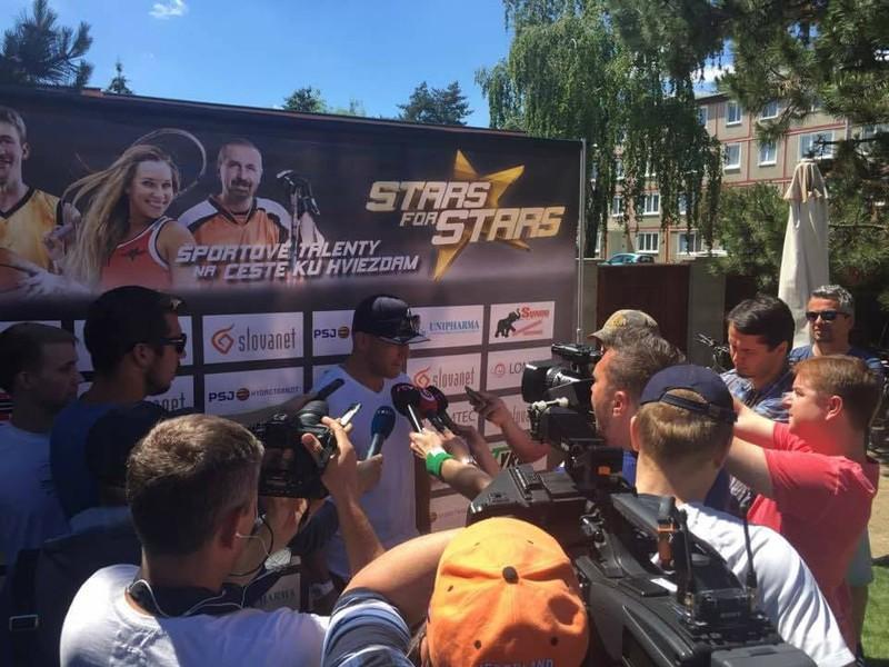 Marián Hossa pri rozhovore na benefičnej akcii Stars for stars