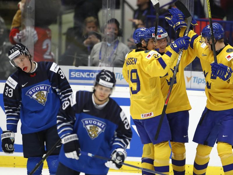 Na snímke radosť hráčov Švédska