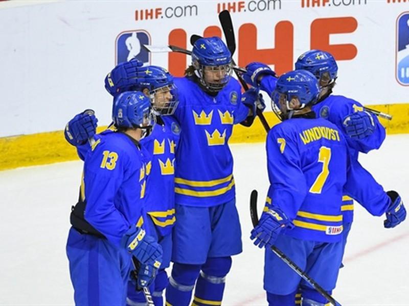 Gólové oslavy švédskych mladíkov: Marcus Westfalt (26), David Gustafsson (13), Nikola Pasic (22), Nils Lundkvist (7) a Oskar Back (11)