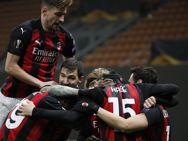 Futbalisti AC Milána sa radujú z gólu